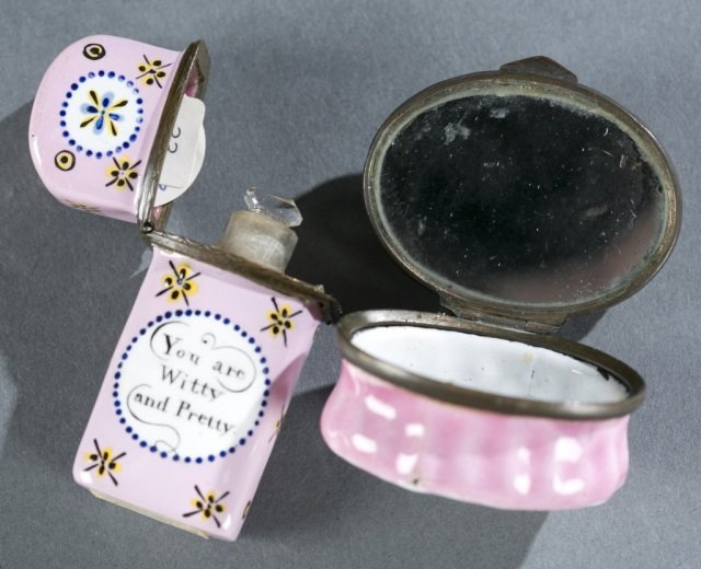 Humorous enamel box and a floral scent flask. - 3