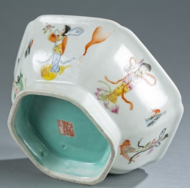 Chinese hexagonal famille rose footed bowl. - 5