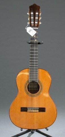 A Ruben Flores 400/19 fret classical guitar, Seria