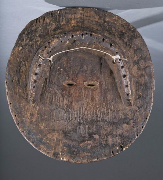 Round wood mask with oval shaped eyes. - 3