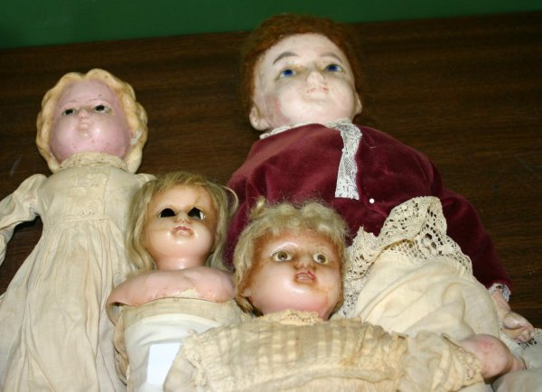 1415: Lot of 4 wax headed dolls, late 19th century.