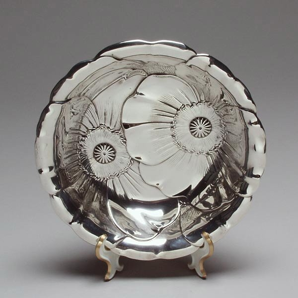 1017: Wallace Sterling Repousse Poppy Bowl