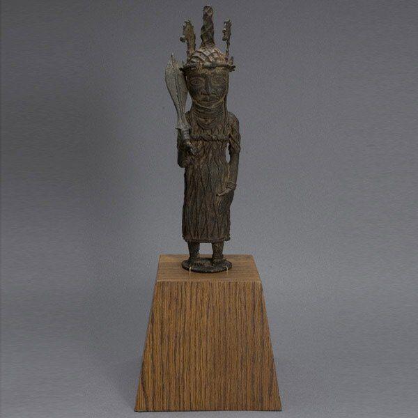 BENIN STYLE AFRICAN ART BRONZE OF AN OBA COLL 196