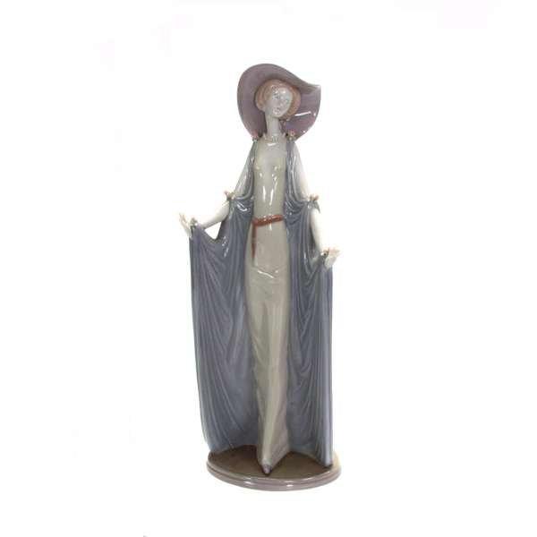 1018: LLadro figurine