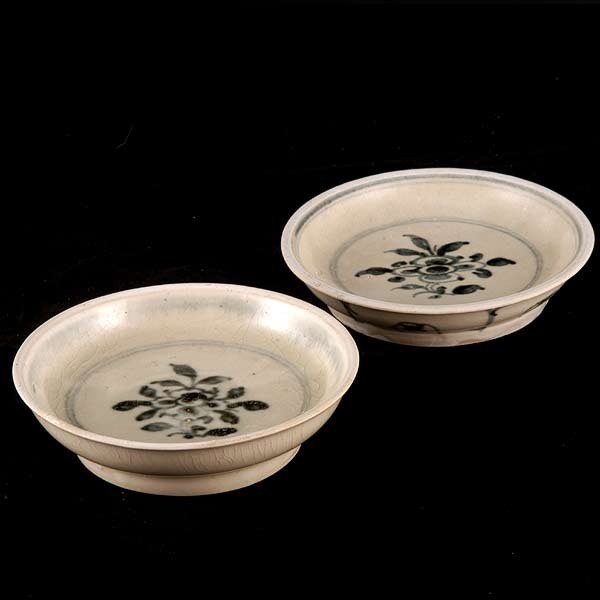 12: Two 15th/16th Cent. Vietnamese Saucers