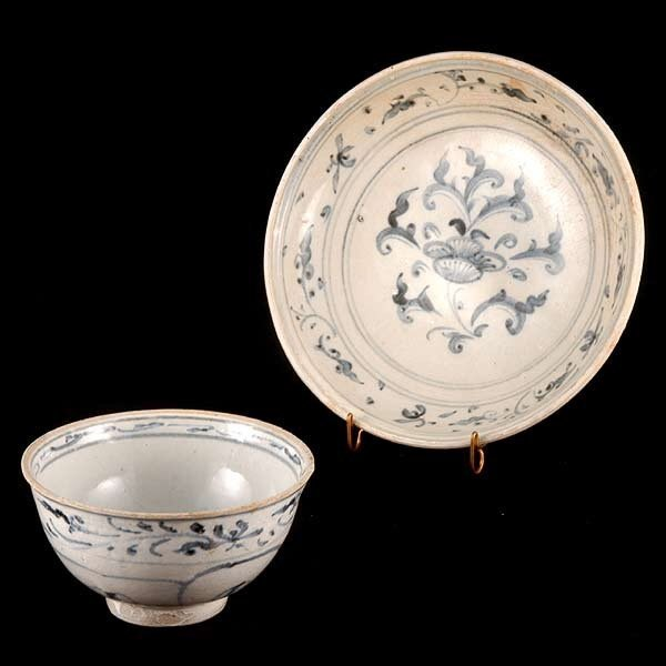 23: 15th/16th C. Vietnamese Charger & Bowl