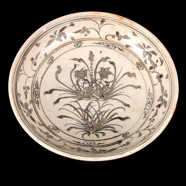 79: 15th/16th Cent. Vietnamese Charger