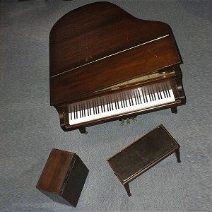 2497: Yamaha Electronic Player Piano