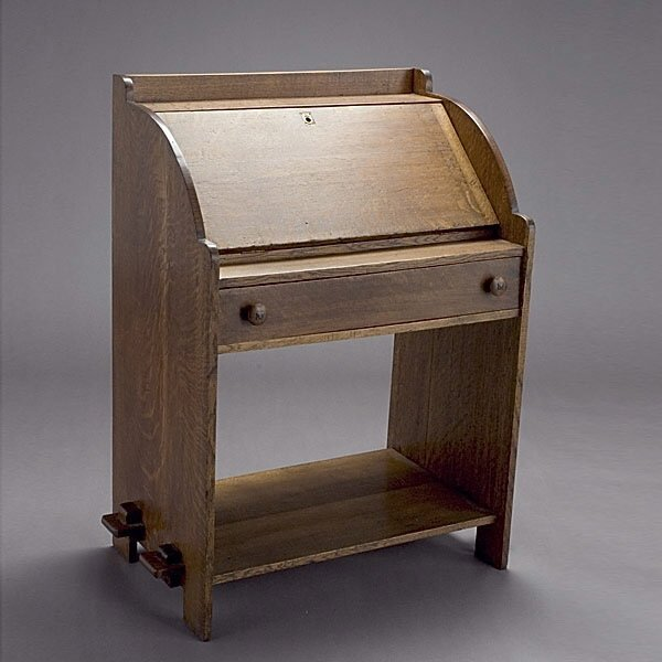 1010: Arts and Craft Desk