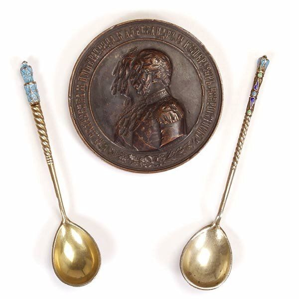 1141: 2 Russ Enamel & Gilt Spns w/Comm. Bronze Medallio