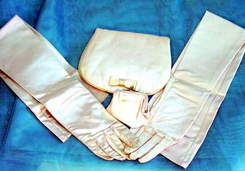 14: Jackie Kennedy gloves & evening purse;