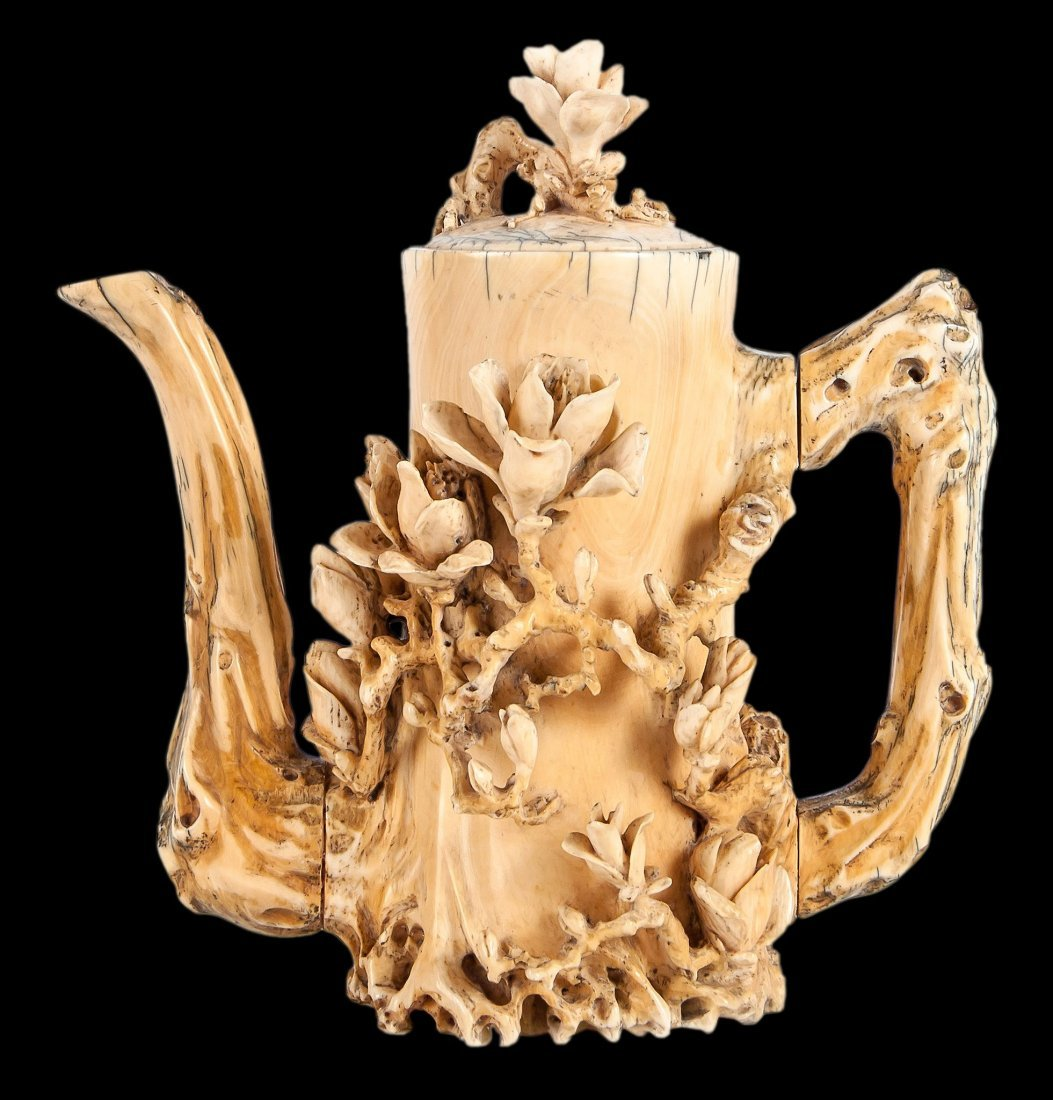 A Chinese ivory coffee pot and cover, 19th century