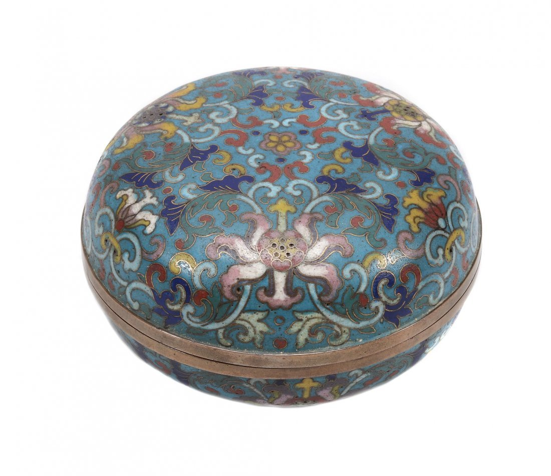 A circular cloisonne' enamel box and cover, 19th