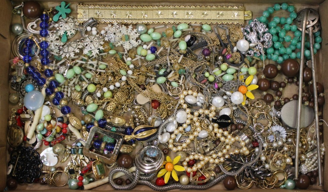 A TRAY OF COSTUME JEWELRY