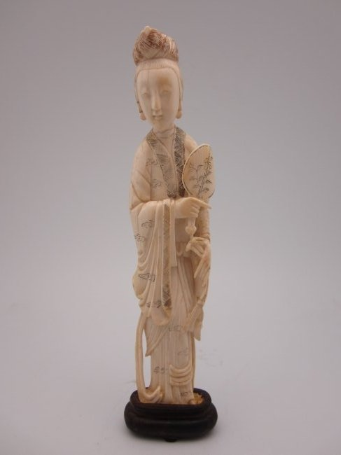 ANTIQUE IVORY FIGURE