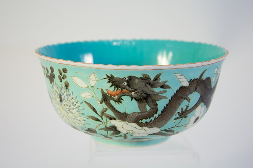 19th century Chinese Dragon Decorated Porcelain Bowl