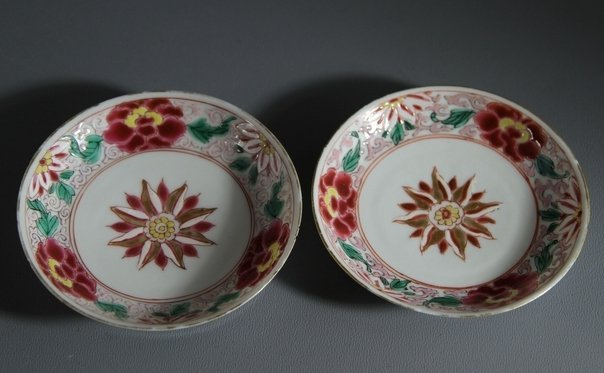 18C Pair of Famille Rose Porcelain plates with Flower D