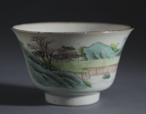 Minguo Light-colored Porcelain Bowl with Landscape & Sc