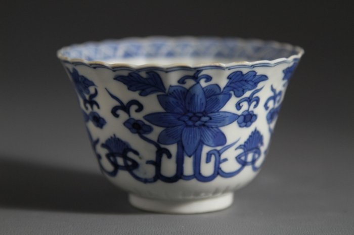 KangXi Mark Blue and White Porcelain Foliate Cup