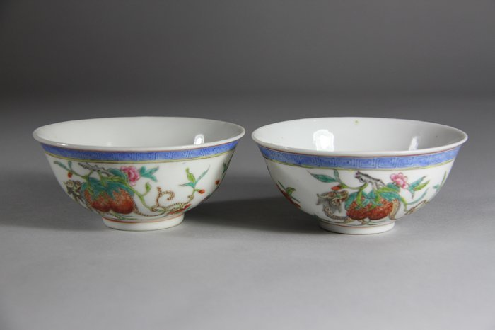 A Pair of QianLong Mark Famille Rose  Porcelain Bowls P