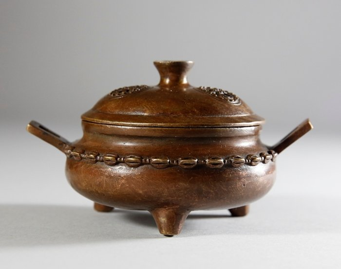 Ming XuanDe Dynasty Copper Censer with A Lid