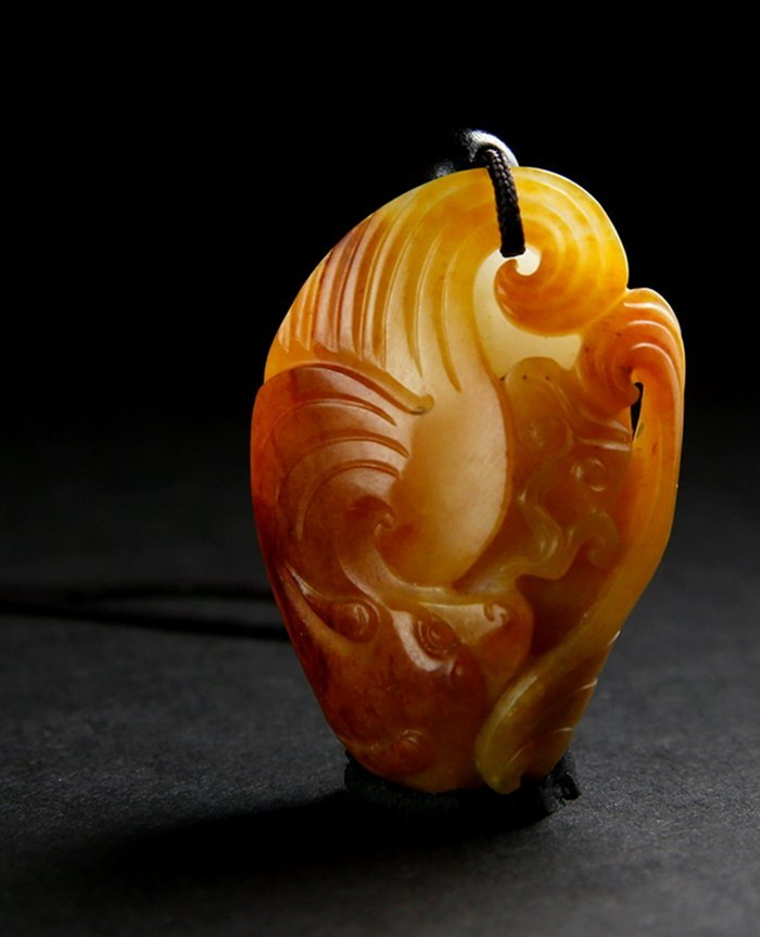 A Hetian Jade With Gold Mounting Carved Bats Plaque Pen