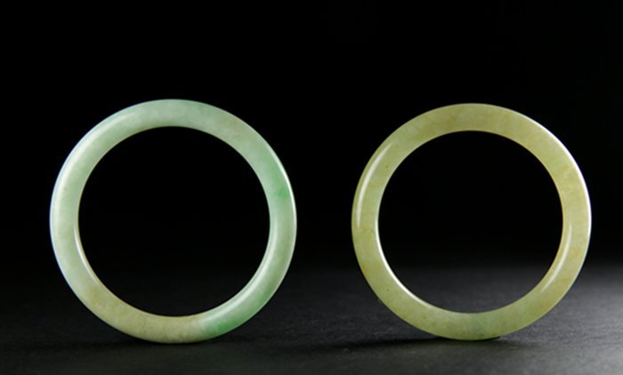 A PAIR OF JADEITE BANGLE