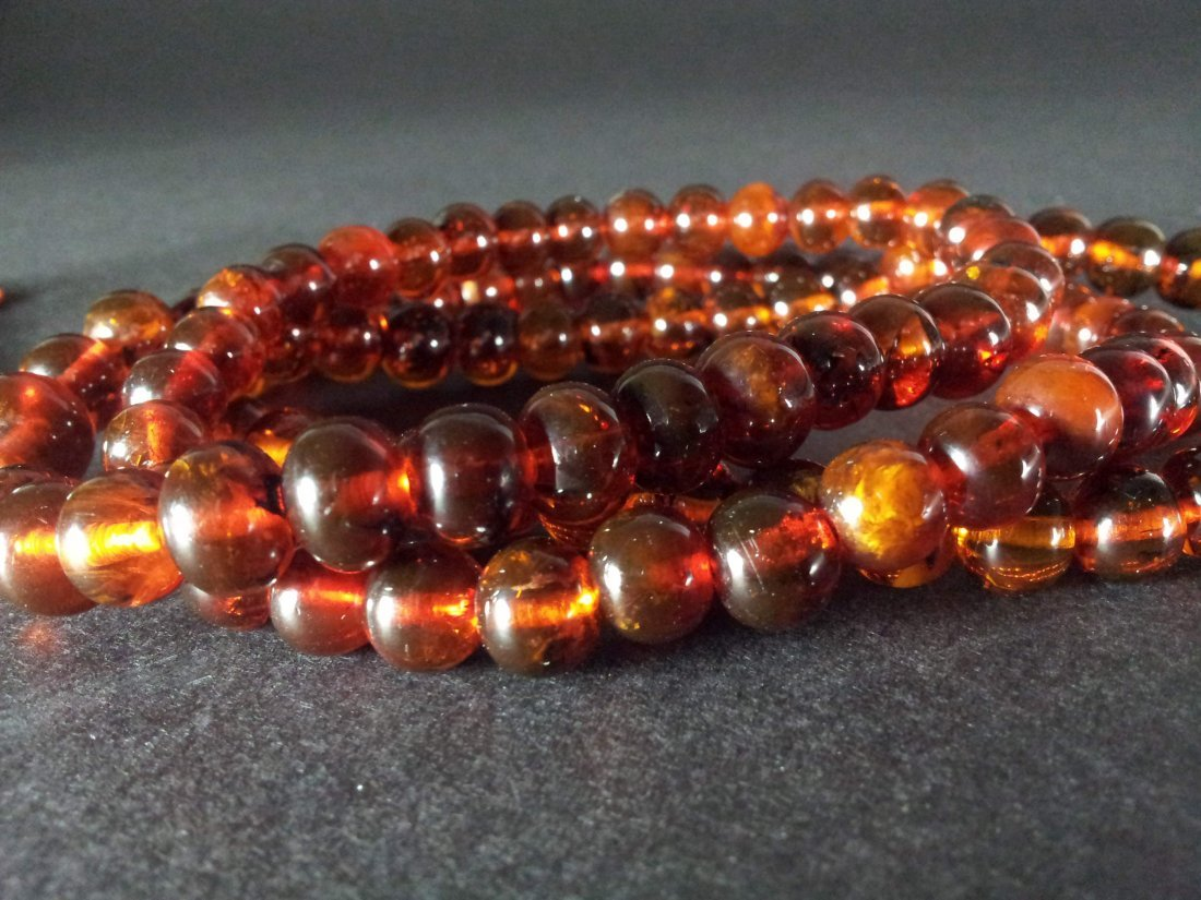 AN OLD AMBER 108 BEADS NECKLACE - 2