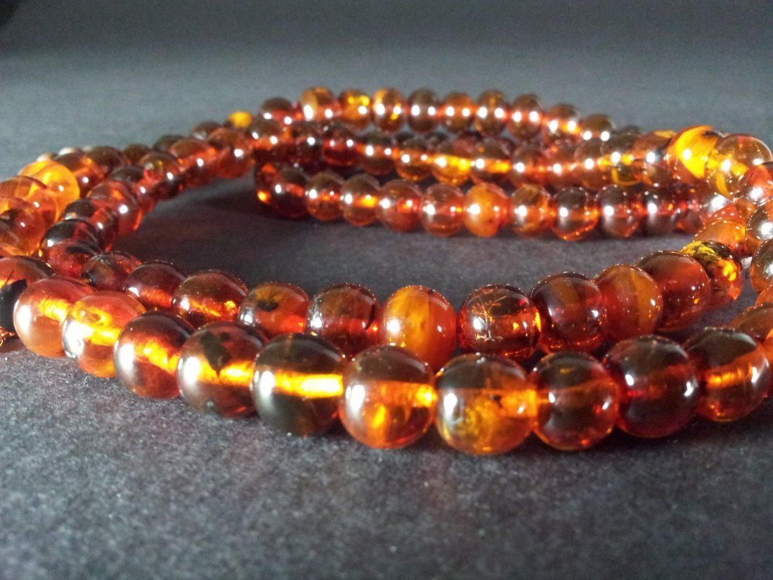 AN OLD AMBER 108 BEADS NECKLACE - 3