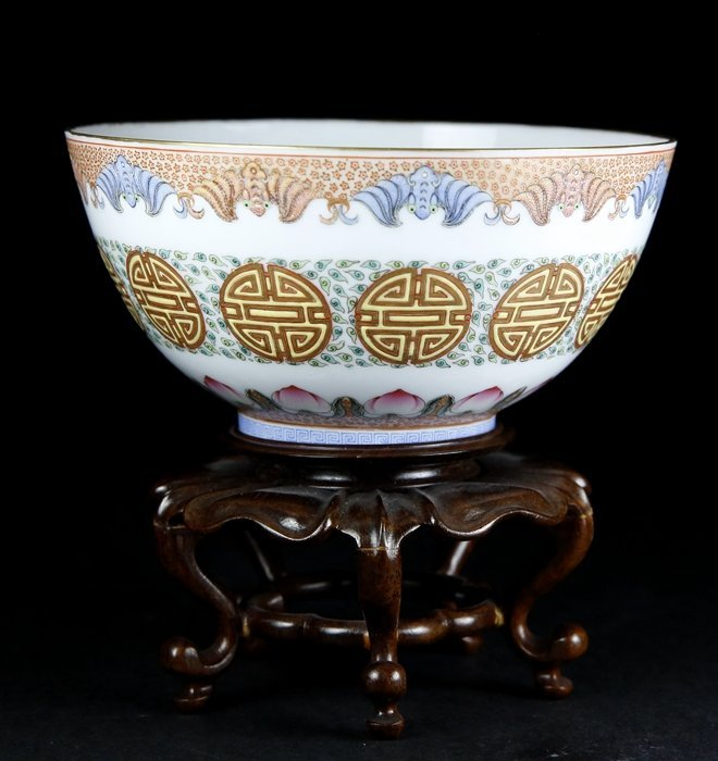 A QIANLONG MARKED FAMILLE ROSE EGGSHELL 'FU SHAO' BOWL