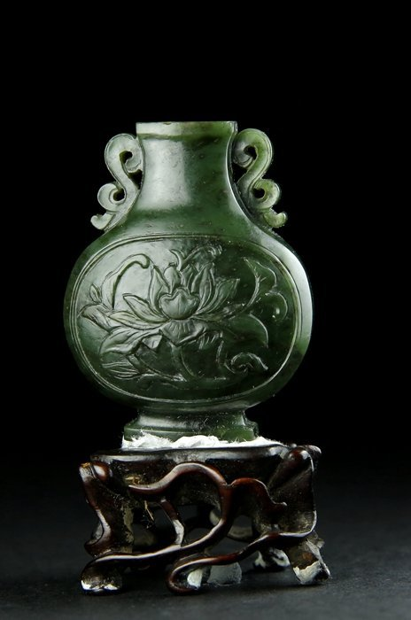 A SMALL QING PERIOD EMERALD GREEN CARVED 'PEONY'