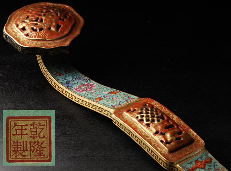 A FAMILLE ROSE AND GILT-DECORATED RUYI SCEPTER