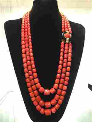 A SATIN RED CORAL, DIAMOND AND 18K GOLD NECKLACE