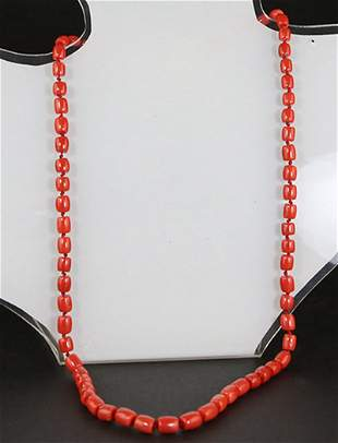 A SATIN RED CORAL AND 18K GOLD NECKLACE