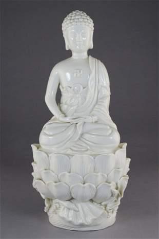 A DEHUA PORCELAIN FIGURE OF BUDDHA