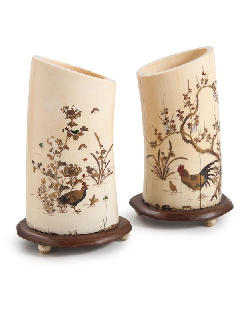 Paar Shibayama-Beinvasen mit feinen Auflagen aus
