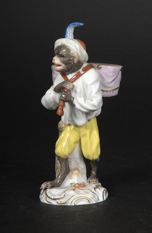 11: Affenkapelle Einzelfigur: Der Paukenträger.