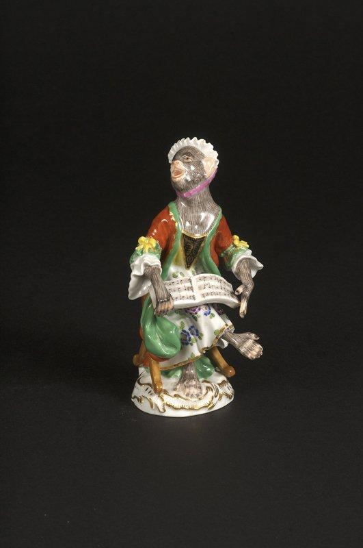 17: Affenkapelle Einzelfigur: Die Sängerin.