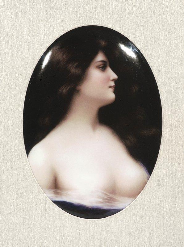 23: Bildplatte oval - Junge Dame mit wallendem Haar im
