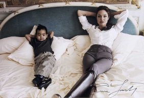 Leibovitz, Annie Angelina Jolie Und Maddox. 2005.