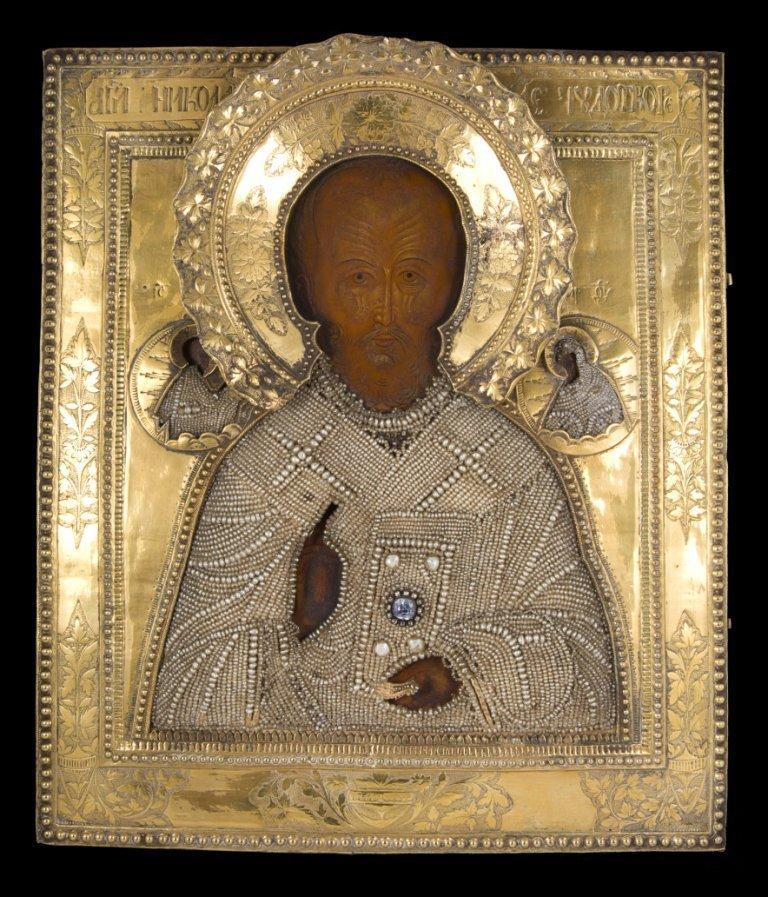 Icone représentant Saint Nicolas en bois et argent doré