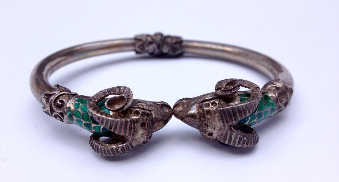 Bracelet articulé en argent à tête de bélier et émail