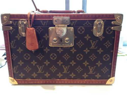 dd35ba380c ... placeholder LOUIS VUITTON Paris Made In France - Vanity Case en toi ·  placeholder GOYARD Malle à chausures en tissu monogrammé et cuir