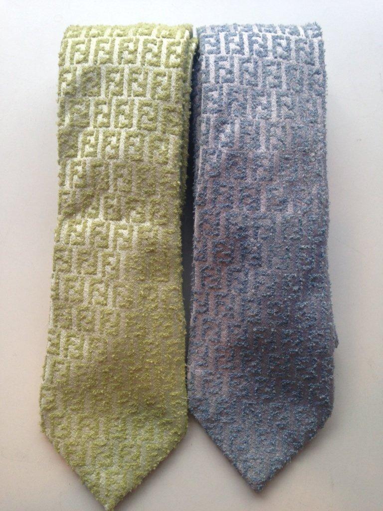 FENDI Lot de 2 cravates en soie sabrée siglées (une ver