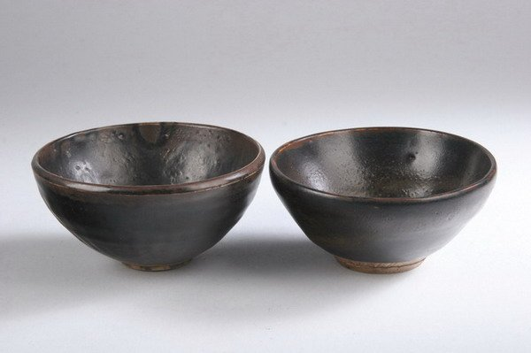 4: TWO CHINESE BROWN GLAZED STONEWARE BOWLS, Song dynas