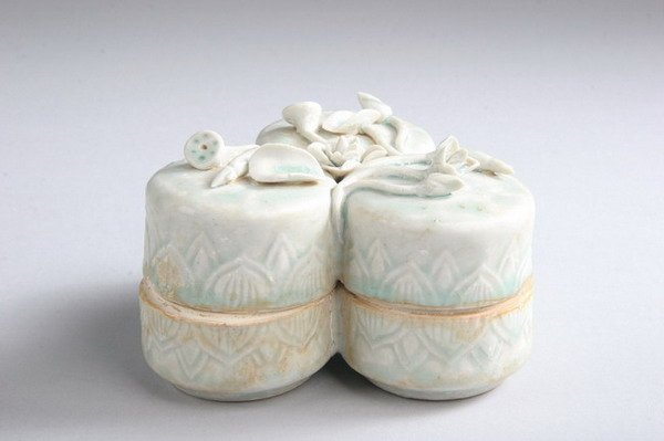 6: CHINESE QINBAI PORCELAIN COSMETIC BOX, Song dynasty.