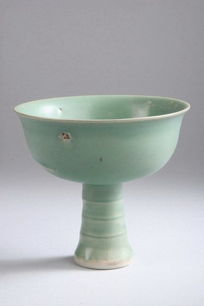 20: CHINESE CELADON PORCELAIN CUP, Yuan dynasty. - 5 in