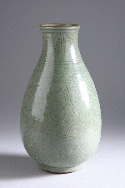 23: CHINESE CELADON PORCELAIN VASE, Ming dynasty. - 13