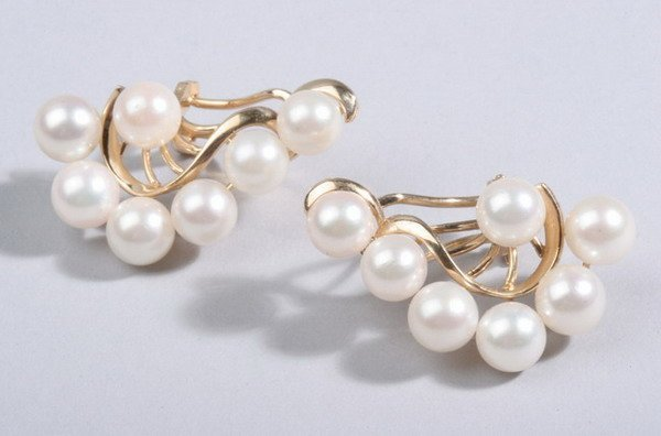 1476: PAIR 14K YELLOW GOLD AND CULTURED PEARL EARRINGS.