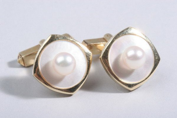1481: PAIR 14K YELLOW GOLD AND PEARL CUFFLINKS,